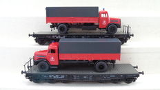 Märklin H0 - 48756 - 2 Heavy flat freight carriages with fire truck of the DB