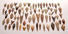 Lot with 75 Neolithic arrowheads - 55-20 mm (75)