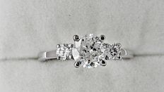 1.32 ct round diamond ring made of 14 kt white gold - size 6