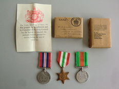 England - Lot with ' Defense Medal '-' War Medal '-' The Italy Star ', with Original Certificate and original packaging/shipping case O.H.M.S.