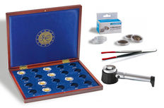 Accessories – Leuchtturm Volterra coin coffer for 2 Euro coins with coin capsules, LED magnifying glass and coin tweezers
