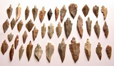 Lot with 39 arrowheads from Niger - 21 - 60 mm (39)