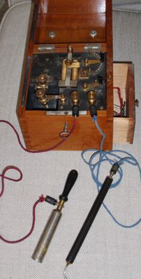 Medical electrotherapy instrument in mahogany box around- ca. 1865