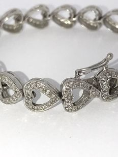 White gold bracelet of hearts, set with brilliant cut diamonds of approx. 2 ct - low reserve