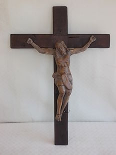 Corpus Cristi - antique walnut wood cross with walnut wood sculpture of the dying Christ - Italy - mid 18th century