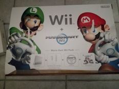 Mario Kart Wii Pack incl extra controller, nunchuk and 4 extra games.