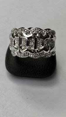 14 kt white gold ring with 40 diamonds 0.30 ct in total – Ring size 17.25 mm (55) – No reserve price