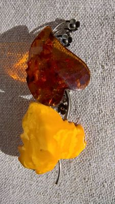 Collection of two vintage Amber and silver women's brooches
