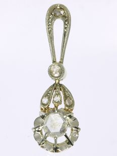 Flower shaped bicolour gold diamond pendant