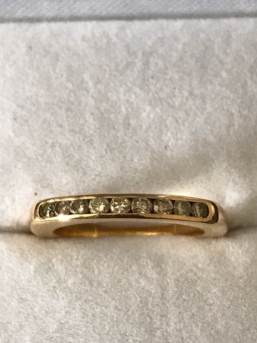 18 kt gold ring of 0.27 ct
