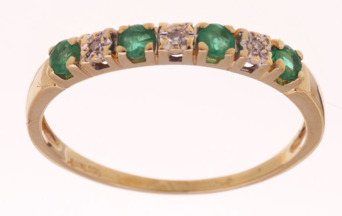 14 kt Gold ring set with emerald and diamond - size 59