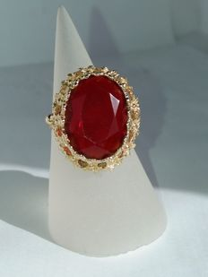 Ring with 8 ct garnet – Colour: intense red, Clarity: VS1