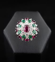 18 kt white gold dome-shaped cocktail ring with a central ruby surrounded by emeralds, diamonds and rubies
