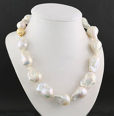 White cultured freshwater pearl necklace with baroque 'giant' pearls – 27 x 17 mm – no reserve price –