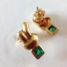 18 kt yellow gold earrings with emeralds, 0.3 ct, 15 x 8 mm