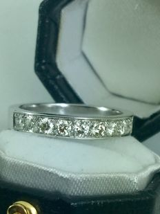 18k gold half eternity diamonds 0,75ct ring - size 52