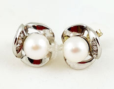 18 kt white gold flower earrings with pearls and white topazes - Pearl size:  8.5 mm