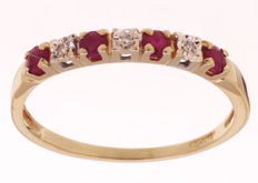 14 kt gold channel ring set with ruby and diamond - size 59