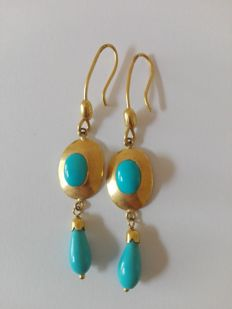 18 kt gold earrings with turquoise.