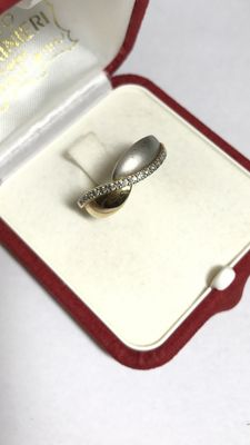 Ring in 18 kt gold with 0.13 ct diamonds Size: 17.5 (Italy)