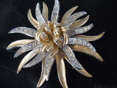 Coro large vintage brooch New York 1955-1960