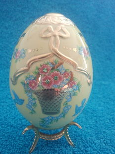 "House of Fabergé - Collector egg ""basket of gold"" - porcelain - gold paint 22 k - (9.5 cm / 60 g)"