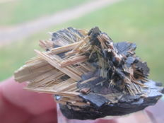 Rutile on haematite - 3 x 2,5 cm  - 29 grams