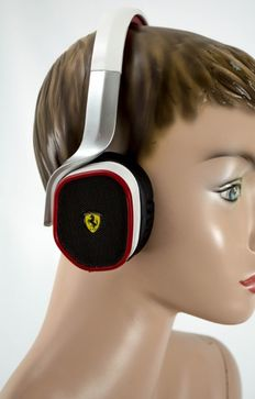 Ferrari R200 headphones, in the original Box, F1, Never been worn, 2016