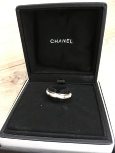 """Chanel - """"Ultra"""" ring in white ceramic and 18kt white gold - size 53"""