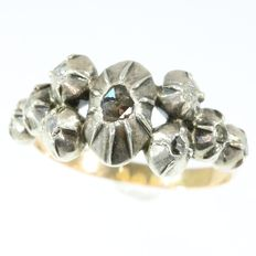 Characteristic antique Early-Victorian silver on gold ring with foil set rose cut diamonds - anno 1850