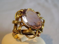 Large gold ring with facetted amethyst 6ct