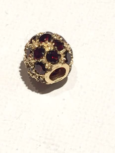 14 kt gold pendant with rubies - Pendant width: 9 mm – Pendant height: 7 mm.
