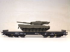 Märklin H0 - 48717 - 4MFOR Dutch carrying carriages with 'Leopard 2' tank