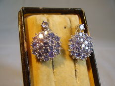 Earrings with 38 tanzanites of 3.5 ct in total.