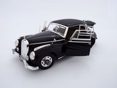 Ricko - Scale 1/18 - Mercedes-Benz Typ 300c limousine 1955 - Black