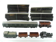 Trix Express H0 - 5 different wagons of the DB, some of die-cast metal and rails made with Bakelite [731]