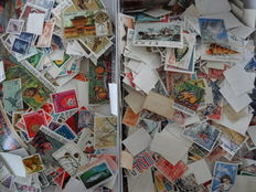 World – Batch of stamps in a box, with 180 blocks