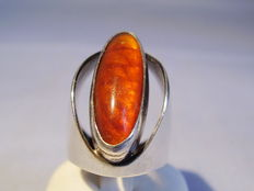 A big designer ring with natural amber from around 1945/50