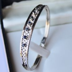 Vintage bracelet beautiful combined with shiny and matt braided solid silver occupied with 7 genuine Sapphires.