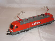 Piko H0 - 57484 - BR182 class electric locomotive in Railion livery
