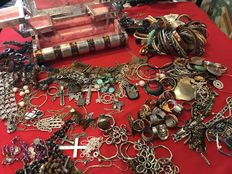 Impressive lot of Indian jewellery jewellery with jewellery boxes