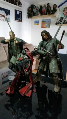 3 Figures Neca: 2x Lord of the rings and Spawn