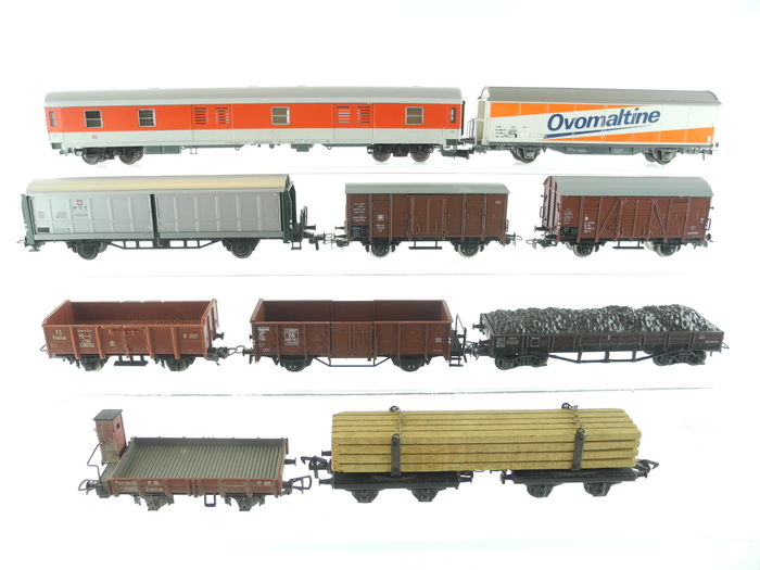 Roco/Trix/and others H0 - 10 different freight carriages of
