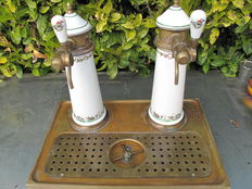 Very nice pair of porcelain draught beer pumps decorated with copper tray, France, 20th century