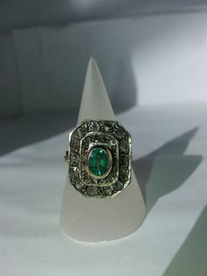 RIng with 0.40 ct of rose-cut diamonds (Colour: I – Clarity: I1) and 0.50 ct light green synthetic emerald – Clarity S1