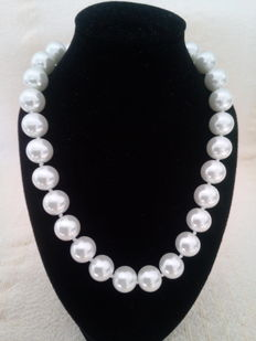 Necklace of Australian South Sea pearls – Necklace length: 47 cm – No Reserve Price