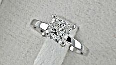 1.02ct princess diamond ring made of 14 kt white gold - size 7