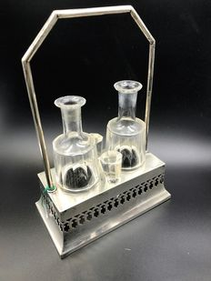 Austro-Hungarian oil cruet in fretted silver, with authentic crystal flasks