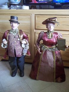 Two very decorative and nostalgic dolls in Dickens style - Height 70 cm - Very good condition