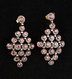 Earrings in 14 kt gold with pink tourmaline and diamonds of 2.62 ct - Length: 5.2 cm